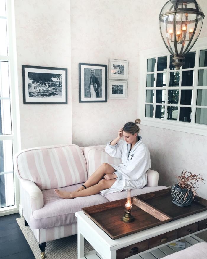Wellnesshotel, Couch, Bademantel