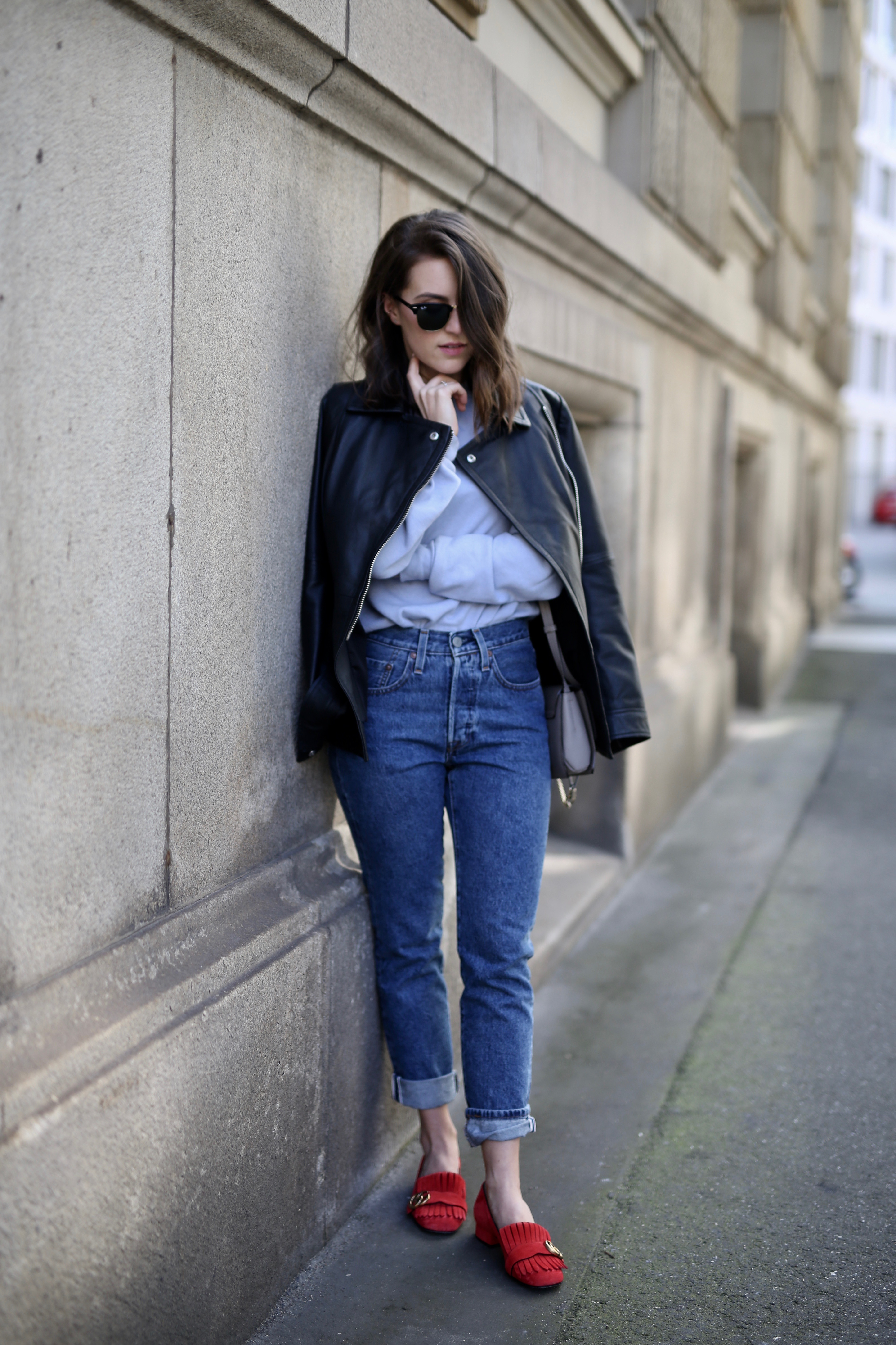 c8117bc45caf42 street style denim jeans Lederjacke - Shoppisticated