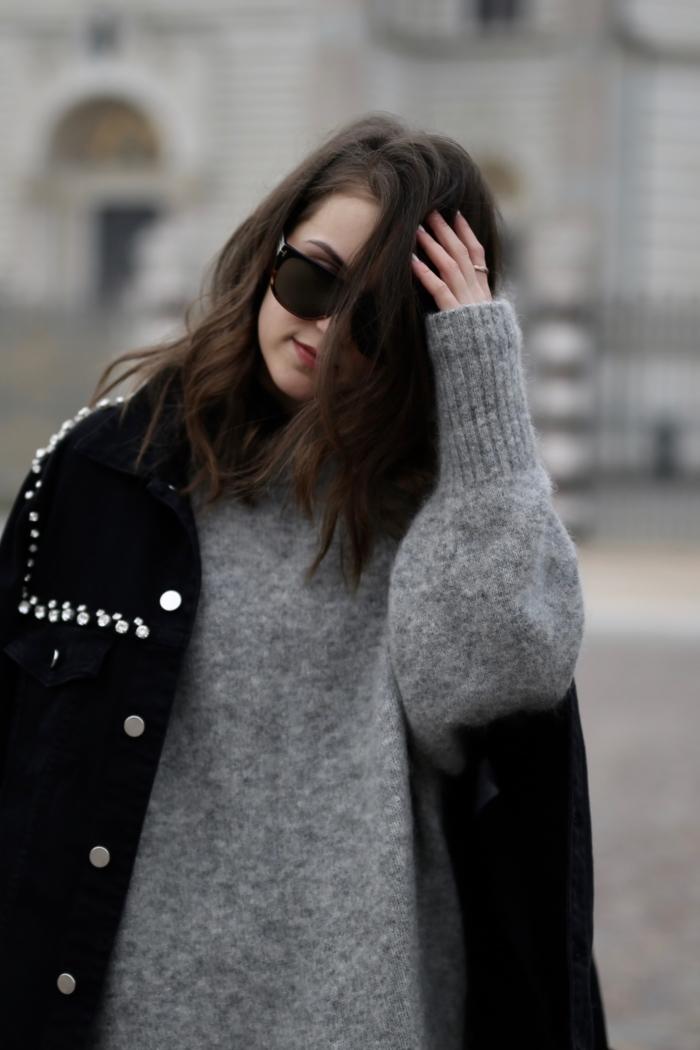 Pinko Jacke, grauer Pullover, Tom Ford Sonnenbrille