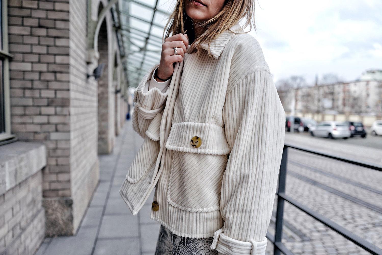 Cordjacke–beige-fashionweek