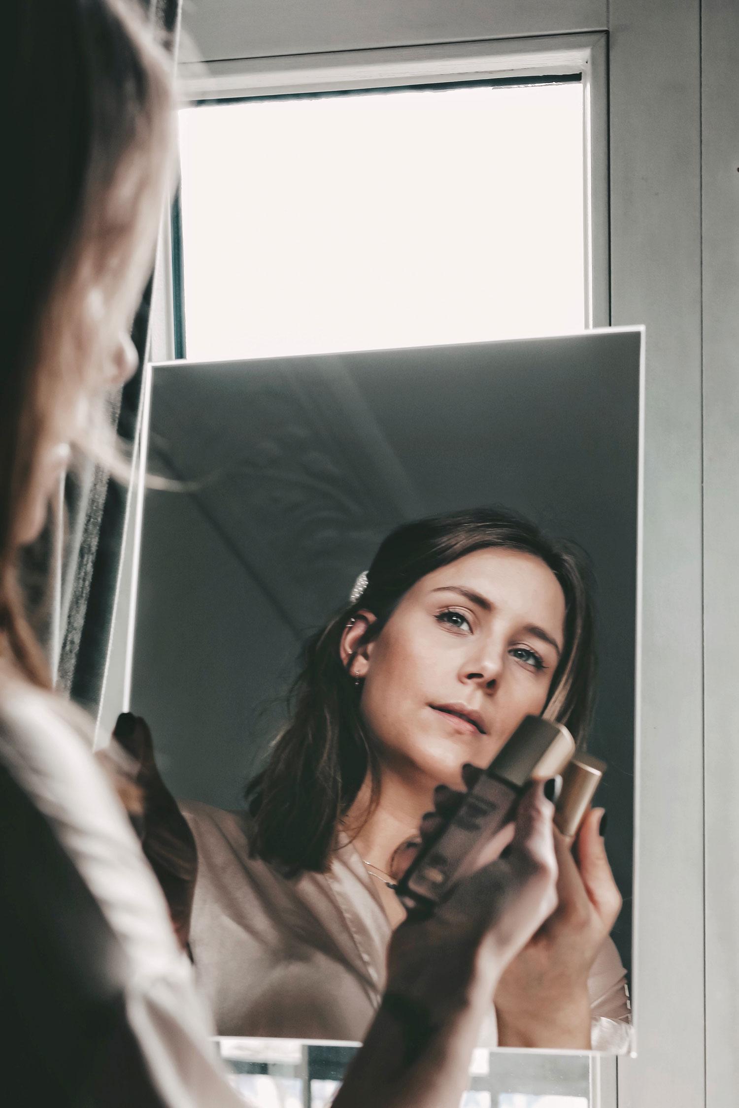 Langanhaltendes und strahlendes Tages Make-Up