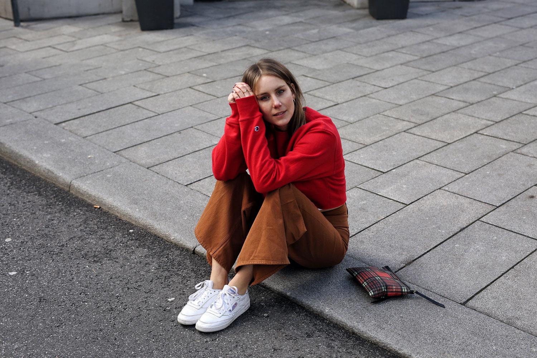 Ausgestellte-Jeans-Cognac-H&M-Trend