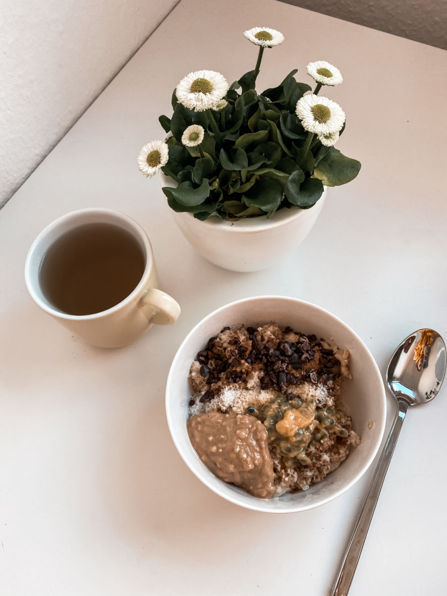 Porridge Bowl Tee Blumen Frühstück