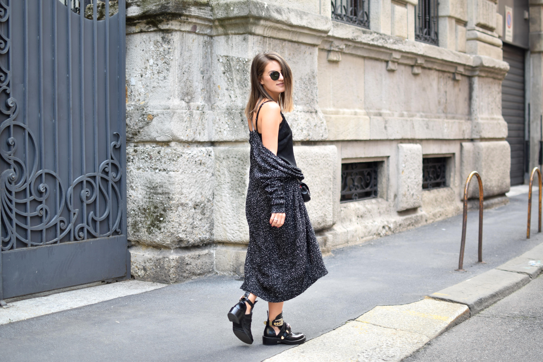 Milano, grauer Cardigan, Kleid mit Spitze, Boots 599ac3bf64