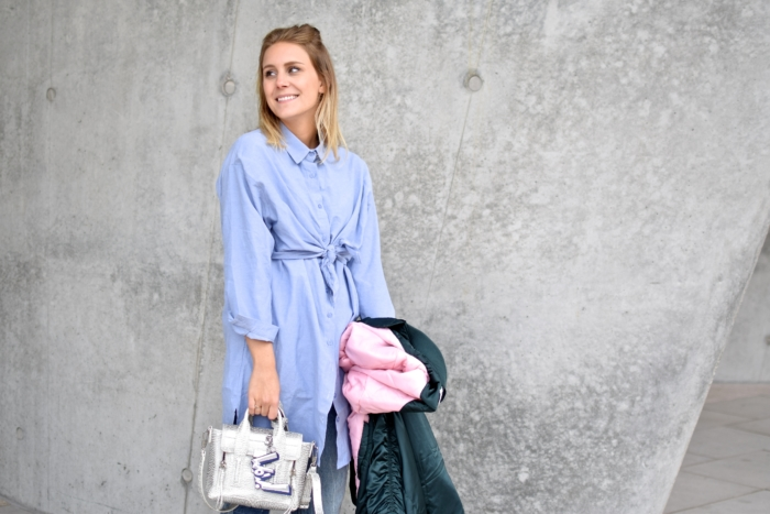 long blue blouse, bomberjacket, silver statement handbag